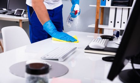 Entreprise spécialisée dans le nettoyage de bureaux avec dépoussiérage de meubles à Carpentras